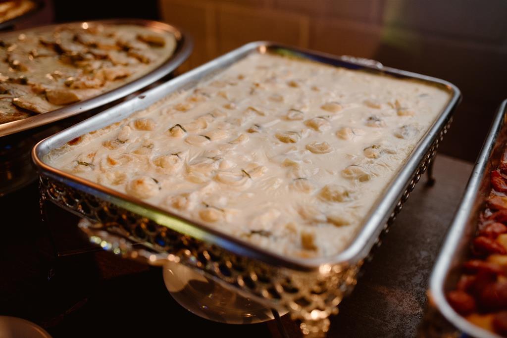 Fogotini De Queijo Brie Com Damasco Ao Molho Branco