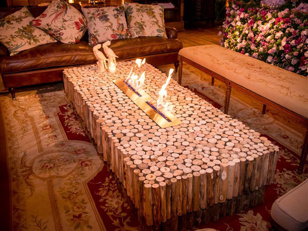 Mesa de centro de madeira com lareira - 6166